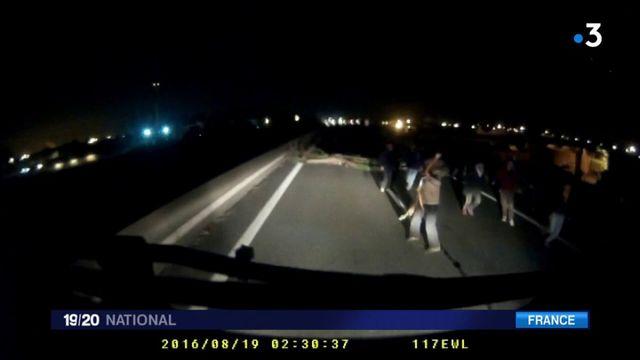 Calais : les migrants mettent en cause la police