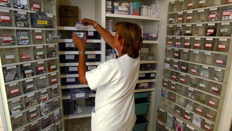 Dans la pharmacie d'un hôpital français. (MAXPPP)