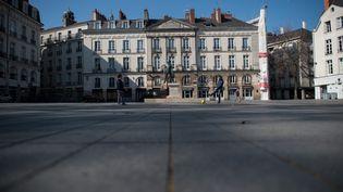 La place du Bouffay dans le centre-ville de Nantes en Loire-Atlantique, le 26 mars 2020 (illustration). (LOIC VENANCE / AFP)