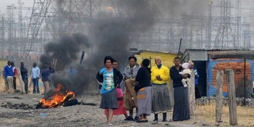 Dans un bidonville à Marikana le 15 septembre 2012 (AFP - ALEXANDER JOE)