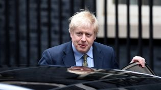 Boris Johnson quitte le 10 Downing Street, le 13 décembre 2019, à Londres, au Royaume-Uni. (KATE GREEN / ANADOLU AGENCY / AFP)