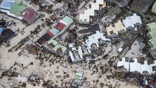 Une image aérienne de Philipsburg, à Saint-Martin, après le passage ravageur de l'ouragan Irma, le 6 septembre 2017. (GERBEN VAN ES / ANP)