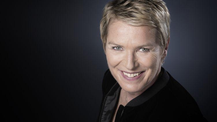 """Elise Lucet, présentatrice d'Envoyé Spécial"""", pose à Paris, le 13 octobre 2017. (JOEL SAGET / AFP)"""