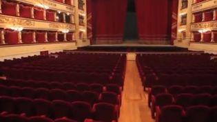Dans notre série consacrée aux plus belles salles de théâtre du monde, direction la Scala de Milan, temple de l'opéra. Giuseppe Verdi y est pour beaucoup dans sa renommée, la Callas en a fait son écrin. (France 3)