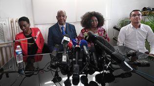 La sœur et les parents de Naomi Musenga, accompagnés de leur avocat, lors d'une conférence de presse à Strasbourg (Bas-Rhin), le 10 mai 2018. (FREDERICK FLORIN / AFP)