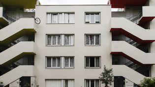Un immeuble à Aulnay-sous-Bois(Seine-Saint-Denis), le 14 avril 2017. (GEOFFROY VAN DER HASSELT / AFP)