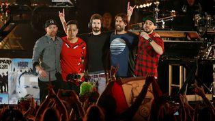 Le groupe Linkin Park rend hommage à son chanteur défunt Chester Bennington, à Los Angeles, le 27 octobre 2017. (MARIO ANZUONI / REUTERS)