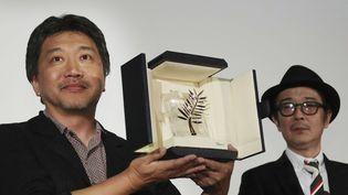 """Le réalisateur Kore-Eda à la sortie de son film """"Une affaire de famille """" (""""Manbiki Kazoku"""") en juin.  (Yoshitaka Nishi/AP/SIPA)"""