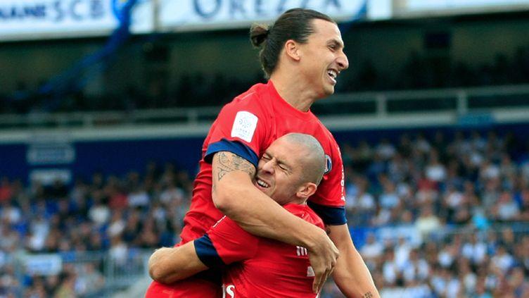 La joie d'Ibrahimovic et Menez (PASCAL POCHARD CASABIANCA / AFP)