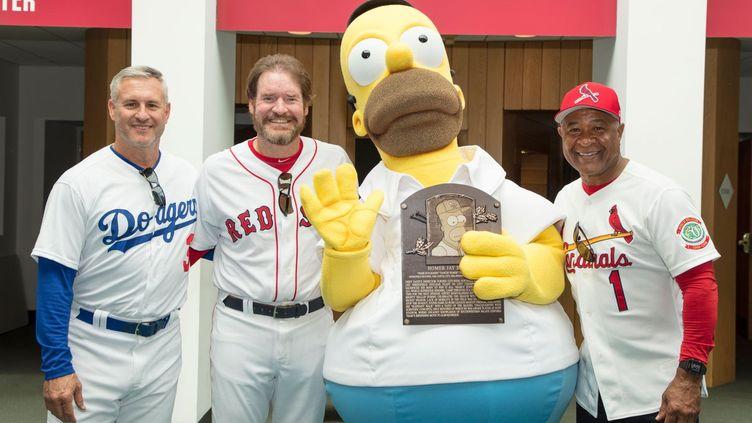 La réunion d'Homer Simpson avec les anciens joueurs Steve Sax, Wade Boggs et Ozzie Smith, apparus dans un épisode des Simpsons.