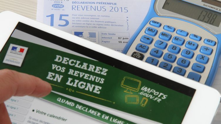 Le taux d'imposition appliqué par l'employeur sera calculé à partir de la déclaration de revenus du printemps 2017, a expliqué Michel Sapin le 31 juillet 2016. (MAXPPP)