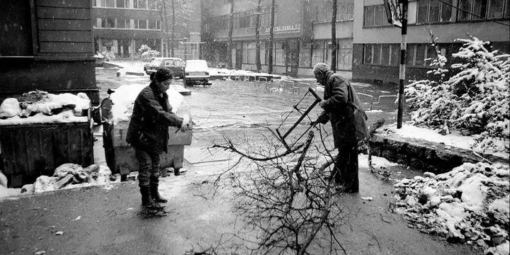 Si les développeurs ont choisi de situer «This War of Mine» dans un lieu fictif pour ne pas en réduire la portée («La guerre frappe toujours à la porte de quelqu'un»), le jeu rappelle fortement le siège de Sarajevo, qui avait duré de 1992 à 1996. (Commons)