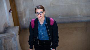 """L'artiste franco-luxembourgeoise Deborah de Robertis, lors de son procès pour exhibition sexuelle après une performance dénudée devant """"La Joconde"""", au musée du Louvre, le 18 octobre 2017 au tribunal de grande instance de Paris. (MAXPPP)"""