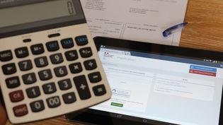 Un avis d'imposition de la direction générale des finances publiques en ligne sur le site internet Impot.gouv.fr, sur une tablette, à Mulhouse (Haut-Rhin), mardi 6 avril 2021. (MAXPPP)