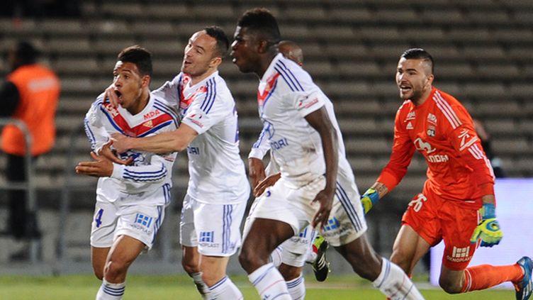 En cas de victoire face à Plzen puis Monaco ce week-end, Lyon pourrait bien vivre une fin de saison plus palpitante que prévu.  (NICOLAS TUCAT / AFP)