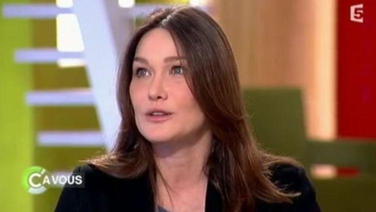 """Carla Bruni-Sarkozy, le 8 mars 2012 dans """"C à vous"""", sur France 5. (FRANCE 5)"""