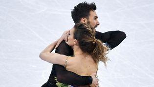 Le couple français Gabriella Papadakis et Guillaume Cizeron lors du programme court en patinage artistique, aux Jeux olympiques de Pyeongchang (Corée du Sud), le 19 février 2018. (ALEXANDER VILF / SPUTNIK)