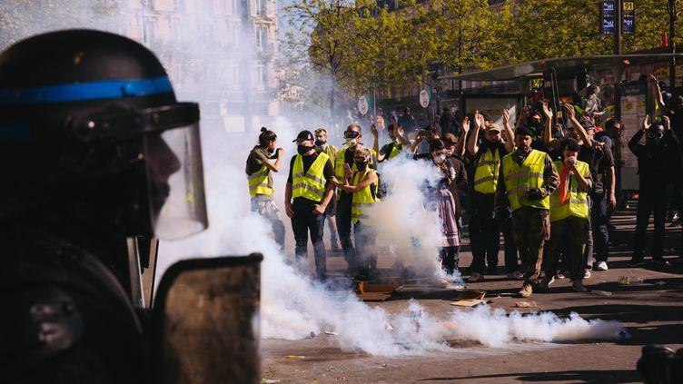 """Le 23e samedi de mobilisation des """"gilets jaunes"""" à Paris, le 20 avril 2019. (MARIE MAGNIN / HANS LUCAS / AFP)"""