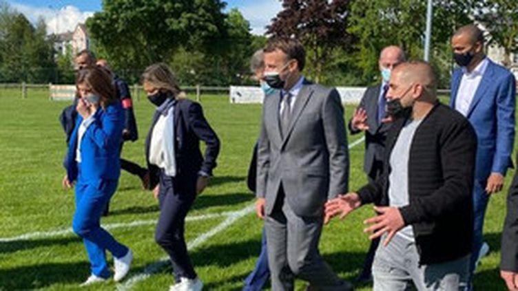 Emmanuel Macron en déplacement dans l'Aube le 19 mai, accompagné de Roxana Maracineanu, Laure Boulleau, Jean-Michel Blanquer et Tony Parker (CLEMENT MEUNIER - FRANCE TELEVISIONS)