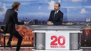 """Le Premier ministre, Edouard Philippe, sur le plateau du """"20 heures"""" de France 2, le 18 novembre 2018. (GEOFFROY VAN DER HASSELT / AFP)"""