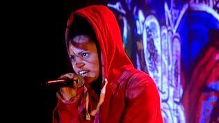 """Karine N'dagmissou, une des 4 interprètes de """"Vague à larmes"""".  (Cie Six pieds sur terre)"""