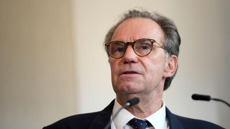 Le président sortant de la région Provence-Alpes-Côte d'Azur, Renaud Muselier, donne une conférence de presse à Marseille (Bouches-du-Rhône), le 28 avril 2021. (NICOLAS TUCAT / AFP)