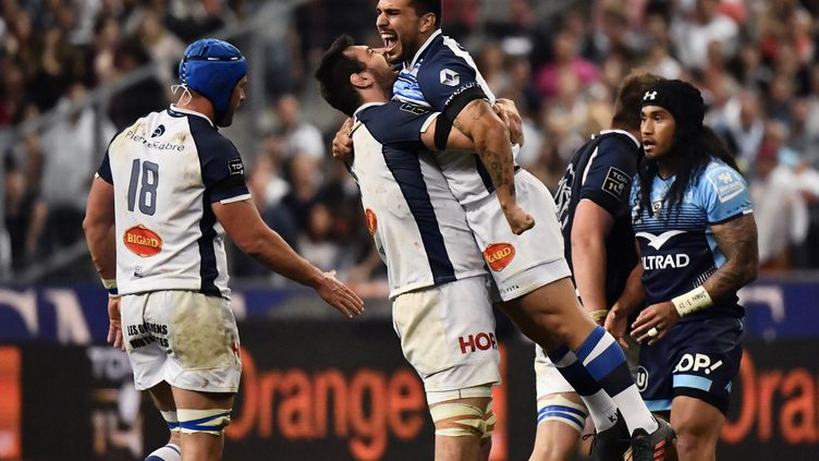 La joie des Castrais, sacrés champions de France de rugby face à Montpellier, samedi 2 juin, au Stade de France. (CHRISTOPHE SIMON / AFP)