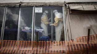 Travailleurs de santé dans le centre de traitement Ebola, à Butembo, attaqué le matin du9 mars 2019. (JOHN WESSELS / AFP)