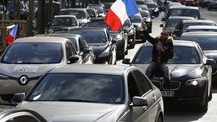 Les VTC ont débuté leur manifestation en fin de matinée, le 3 février 2016 à Paris. (THOMAS SAMSON / AFP)