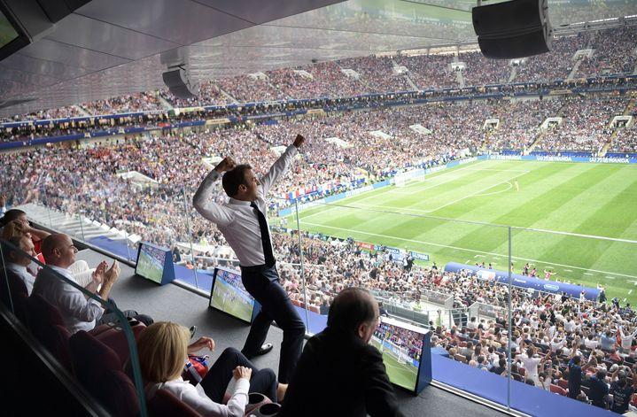 Le président de la République, Emmanuel Macron, exulte lors de la finale de la Coupe du monde entre la France et la Croatie, le 15 juillet 2018, à Moscou en Russie. (ALEKSEY NIKOLSKYI / SPUTNIK / AFP)