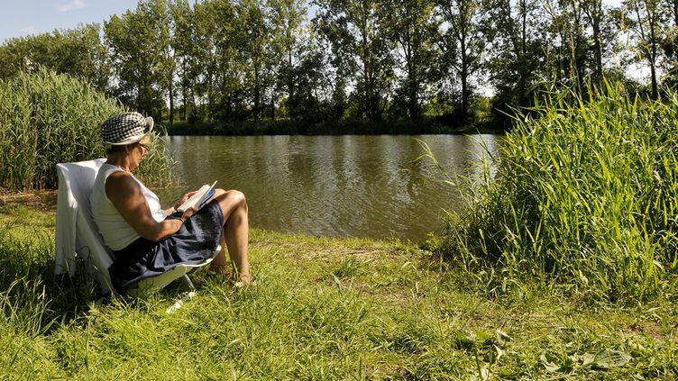 Les Français lisent trois fois plus l'été  (ALAIN LE BOT / AFP)