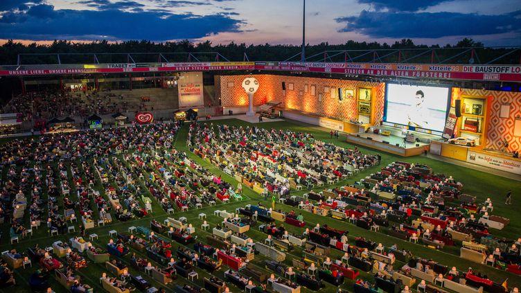 (En Allemagne, le soir de la cérémonie d'ouverture du Mondial © REUTERS / Thomas Peter)
