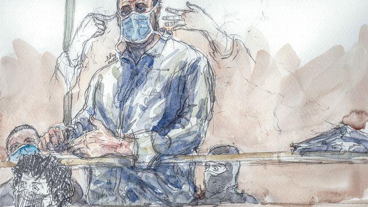 Ali Riza Polat, l'un des accusés du procès des attentats de janvier 2015, sur un dessin de l'audience du 26 octobre 2020. (BENOIT PEYRUCQ / AFP)
