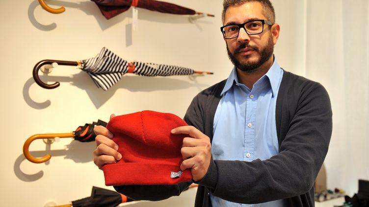 Farès Hamida et ses bonnets, àLille, le 13 novembre 2013. (MAXPPP)