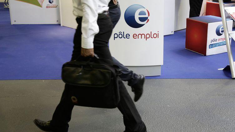 Un stand Pôle emploi à Paris, en 2014 (photo d'illustration) (VINCENT ISORE / MAXPPP)