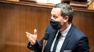 Le secrétaire d'Etat en charge de l'Enfance et des Familles, Adrien Taquet, à l'Assemblée nationale, le 17 novembre 2020. (XOSE BOUZAS / HANS LUCAS / AFP)