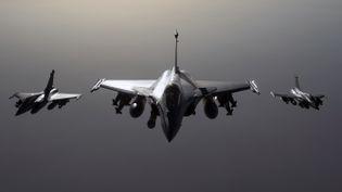 Des Rafale dans le ciel de Syrie le 27 septembre 2015 lors de la première frappe de l'armée française contre les jihadistes de l'Etat islamique en Syrie. (AFP / ECPAD / EMA / ARMEE DE L'AIR)