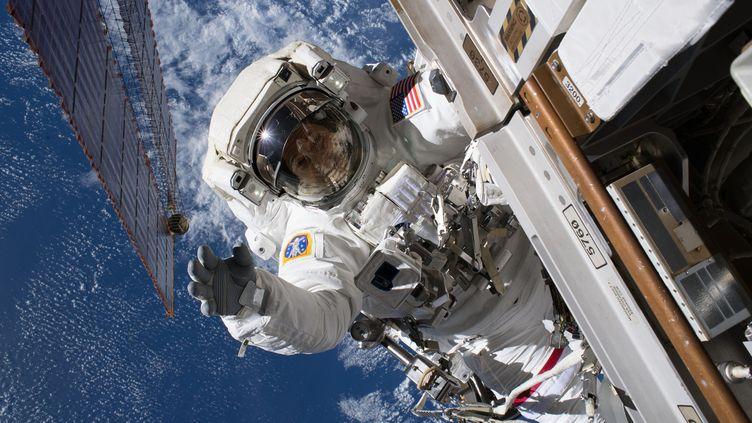 L'astronaute Ricky Arnold,en sortie dans l'espace, le 15 juin 2018. (NASA / MAXPPP)