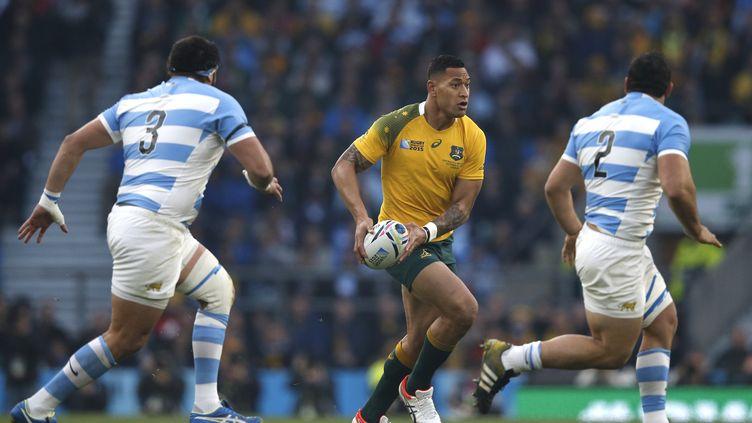 L'arrière australien Folau face à la défense argentine (ADRIAN DENNIS / AFP)