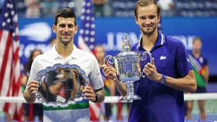 Novak Djokovic, finaliste de l'US Open, et le vainqueur de l'édition 2021, le Russe Daniil Medvedev, lundi 13 septembre 2021. (MATTHEW STOCKMAN / GETTY IMAGES NORTH AMERICA)