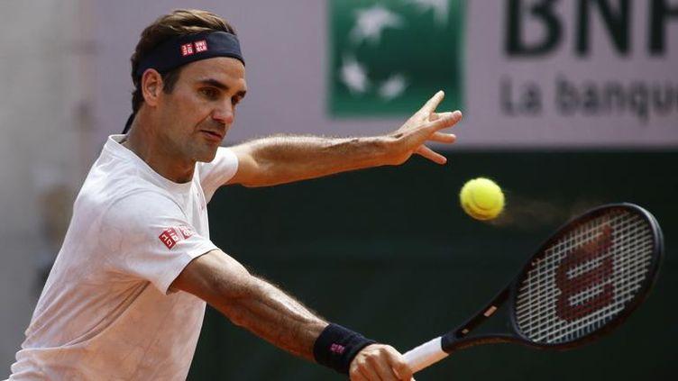 Le Suisse Roger Federer lors d'un entraînement à Paris, jeudi 23 mai 2019. (IBRAHIM EZZAT / NURPHOTO / AFP)