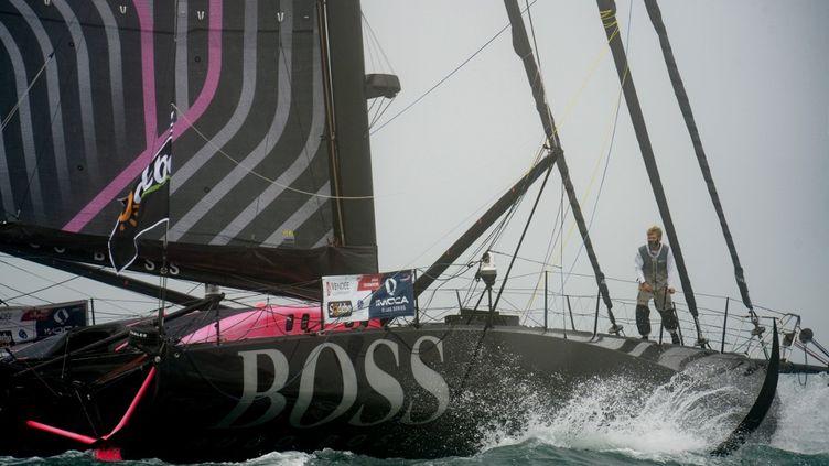 Le skipper Alex Thomson, au départ de la course. (JEAN-FRANCOIS MONIER / AFP)