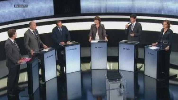 """Les six candidats à la primaire socialiste sur le plateau de l'émission """"Des paroles et des actes"""". (France Télévisions)"""