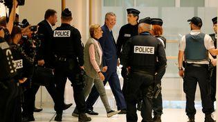 Patrick et Isabelle Balkany arrivent au tribunal de Paris, avant l'audience de jugement, dans leur procès pour fraude fiscale, le 13 septembre 2019. (THOMAS SAMSON / AFP)