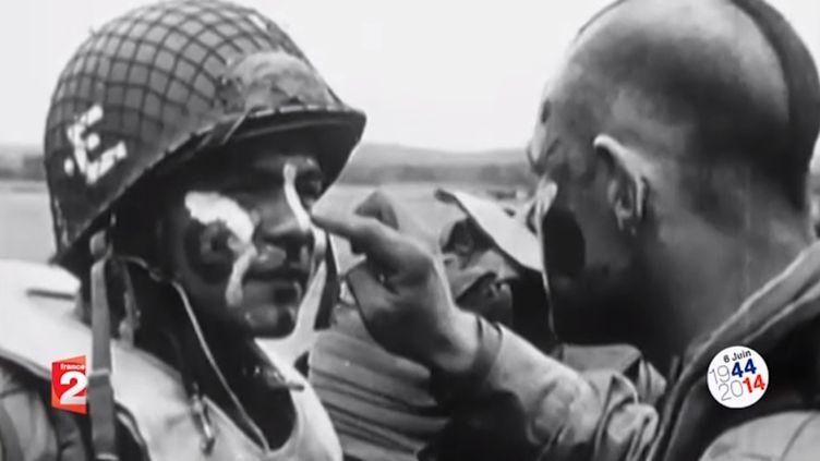 Plus de 13 000 parachutistes ont sauté au-dessus de la Normandie dans la nuit du 5 au 6 juin 1944. (CAPTURE D'ECRAN FRANCE 2 / FRANCETV INFO)