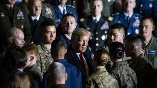 Donald Trump rencontre des militaires dans une base de Suitland, dans le Maryland (sur la côte Est des Etats-Unis), vendredi 20 décembre 2019. (AL DRAGO / CONSOLIDATED NEWS PHOTOS / AFP)