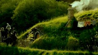 """""""Hobbiton"""", le village des hobbits, est devenu l'un des sites les plus visités de Nouvelle-Zélande  (Culturebox / Capture d'écran)"""