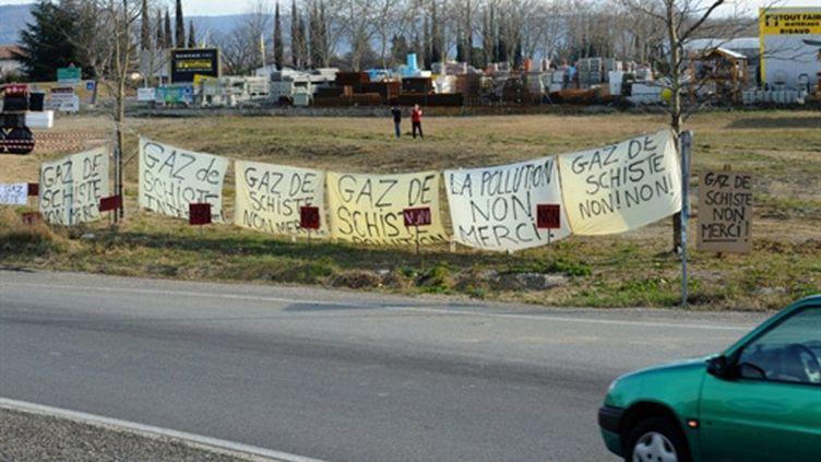 Protestation contre l'extraction du gaz de schiste le 26 février 2011 à Villeneuve de Berg (AFP/JEAN-PIERRE CLATOT)