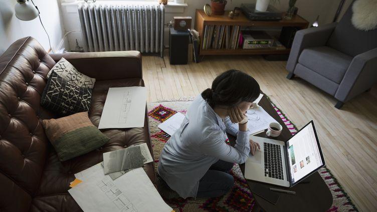 Une femme en plein télétravail à son domicile. Photo d'illustration. (HERO IMAGES / HERO IMAGES)