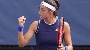 Caroline Garcia s'est qualifiée pour le deuxième tour de l'US Open en s'imposant face à Harriet Dart, le 30 août 2021. (SARAH STIER / AFP)